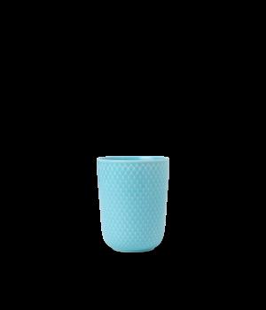 Lyngby - Rhombe Color Krus 33 Cl - Turkis. Klare rene linjer, turkise porcelæn og mønstre fra arkiverne. Med en legende tilgang til hvordan farver og elementer mikses, bringer Rhombe Color nyt liv til den eksisterende Rhombe kollektion i hvid. Rhombe-krus