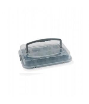 Funktion - Muffinform m. låg - Grå  Muffinform med 12 huller, med låg og håndtag, velegnet til transport af bagværk.  Non-stick-coating. 35 x 26,5 x 3,1 cm. Maks. 230 grader. Låget tåler ikke ovnvarme. Håndvask anbefales. PFOA-fri